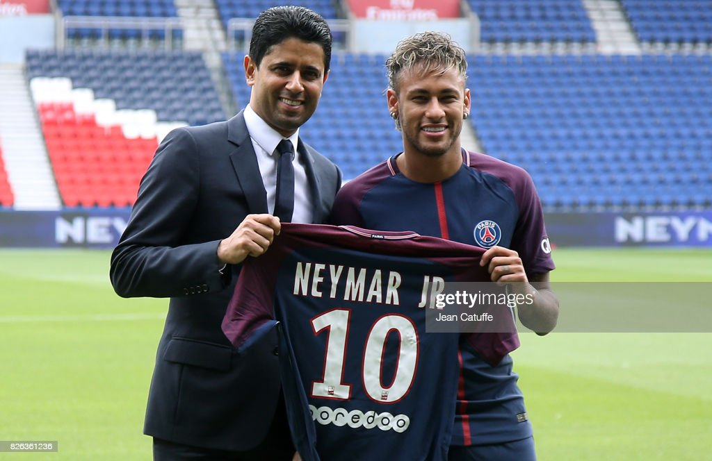 Neymar Signs For PSG : Fotografia de notícias