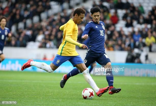 Neymar Jr of Brazil Hotaru Yamaguchi of Japan during the international friendly match between Brazil and Japan at Stade PierreMauroy on November 10...