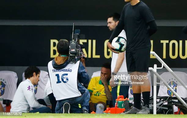 Neymar Jr of Brazil reacts from the bench after leaving the pitch due to an injury during the friendly match against Qatar at Mane Garrincha Stadium...