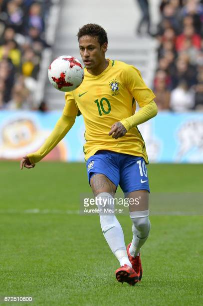 Neymar Jr of Brazil runs with the ball during the international friendly match between Brazil and Japan at Stade PierreMauroy on November 10 2017 in...