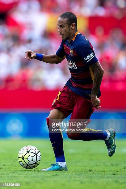 Neymar JR of FC Barcelona controls the ball during the La Liga match between Sevilla FC and FC Barcelona at Estadio Ramon Sanchez Pizjuan on October...