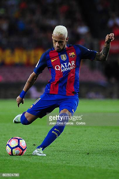 Neymar Jr of FCBarcelona shooting the ball during the Spanish League match between FC Barcelona vs Deportivo Alavés at Nou Camp on September 2016 in...