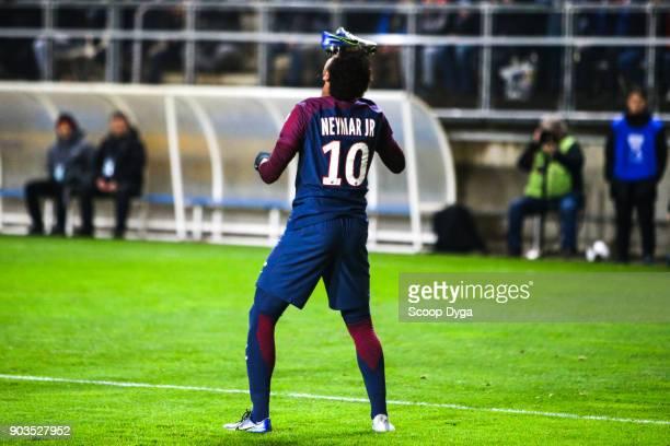 Neymar Jr of Paris Saint Germain celebrate his goal during the Ligue 1 match between Amiens and Paris Saint Germain at Stade de la Licorne on January...