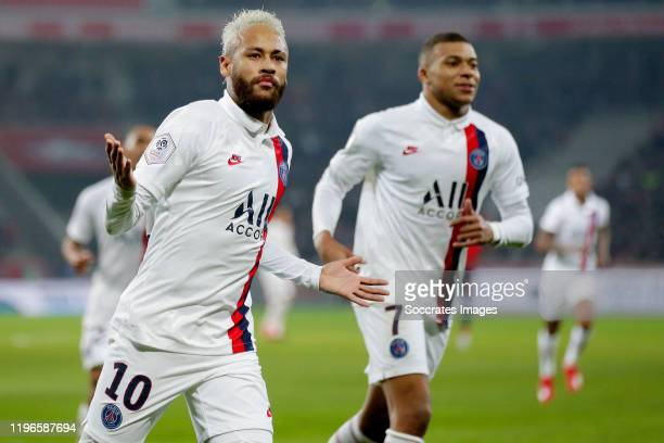 Neymar Jr of Paris Saint Germain celebrates 01 during the French League 1 match between Lille v Paris Saint Germain at the Stade Pierre Mauroy on...