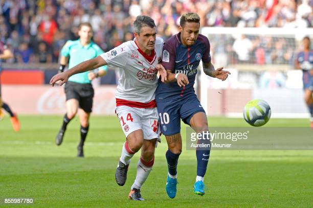 Neymar Jr of Paris SaintGermain and Jeremy Toulalan of FC Girondins de Bordeaux fight for the ball during the Ligue 1 match between Paris Saint...