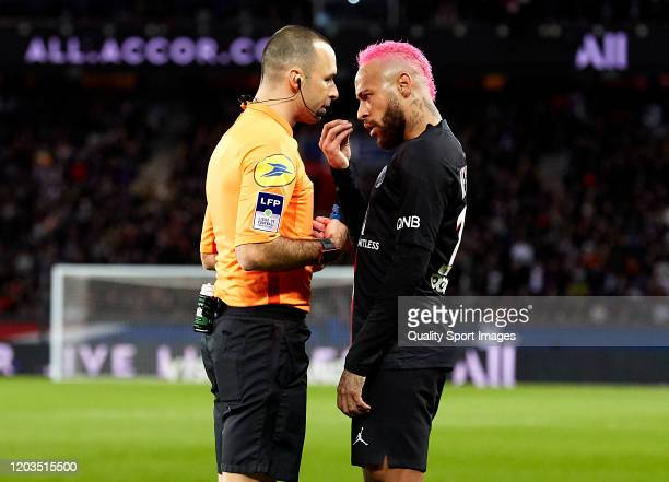 Neymar Jr of Paris SaintGermain argues to the referee Jeremy Brisard during the Ligue 1 match between Paris SaintGermain and Montpellier HSC at Parc...