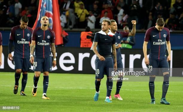 Neymar jr of Paris SaintGermain celebrate the victory with teammattes after the UEFA Champions League group B match between Paris SaintGermain and...