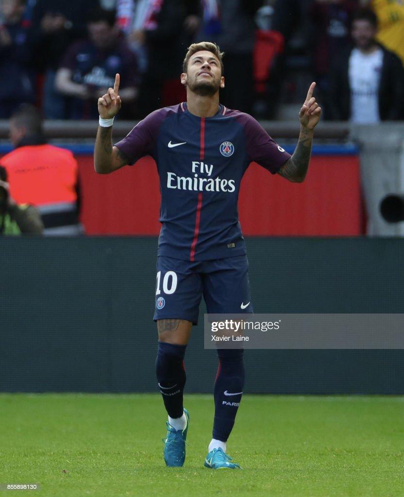 Neymar Jr of Paris Saint-Germain celebrates his goal during the Ligue 1 match between Paris Saint-Germain (PSG) and FC Girondins de Bordeaux at Parc des Princes on September 30, 2017 in Paris.