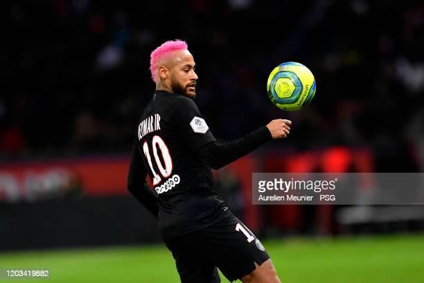 Neymar Jr of Paris SaintGermain controls the ball during the Ligue 1 match between Paris SaintGermain and Montpellier HSC at Parc des Princes on...