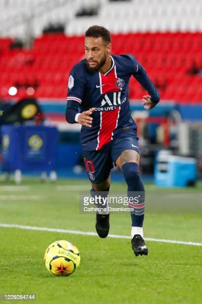 Neymar Jr of Paris SaintGermain controls the ball during the Ligue 1 match between Paris SaintGermain and Dijon FCO at Parc des Princes on October 24...