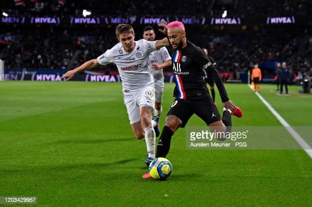 Neymar Jr of Paris SaintGermain fights for the ball during the Ligue 1 match between Paris SaintGermain and Montpellier HSC at Parc des Princes on...