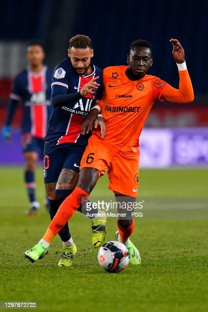 Neymar Jr of Paris Saint-Germain fights for the ball during the Ligue 1 match between Paris Saint-Germain and Montpellier HSC at Parc des Princes on...