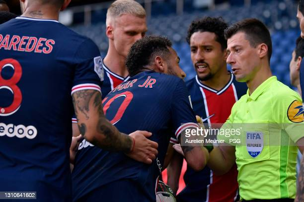 Neymar Jr of Paris Saint-Germain gets a second yellow card from referee Benoit Bastien after a foul on Tiago Djalo of Lille OSC during the Ligue 1...