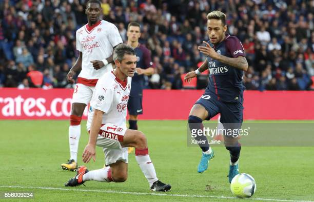 Neymar Jr of Paris SaintGermain in action with Jeremy Toulalan of FC Girondins de Bordeaux during the Ligue 1 match between Paris SaintGermain and FC...