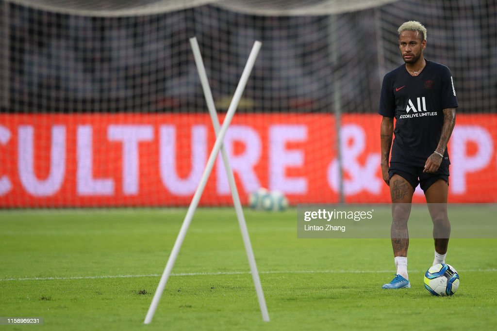 Paris Saint-Germain v Stade Rennais FC - Pre-game Training : News Photo