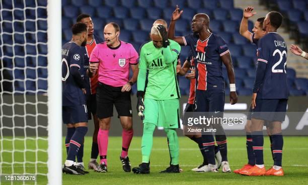 Neymar jr of Paris Saintgermain react with the referee Antonio Mateu Lahoz remakes the penalty kick that Keylor Navas stopped during the UEFA...