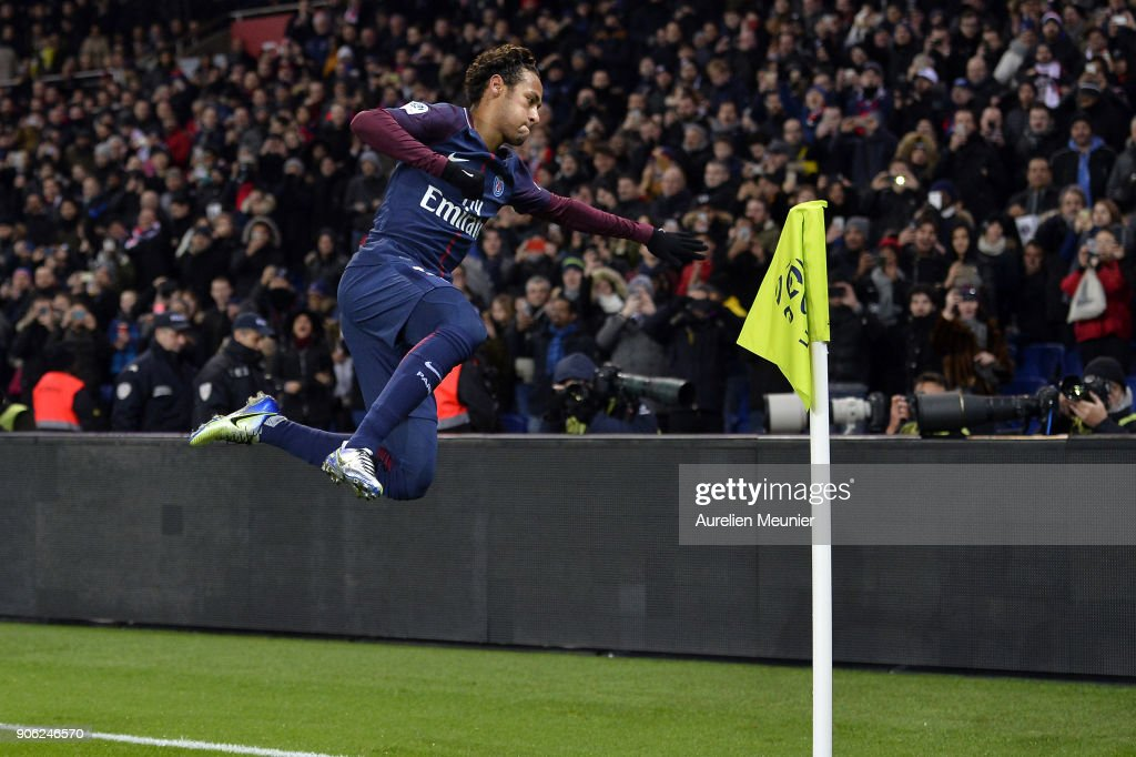 Paris Saint Germain v Dijon FCO - Ligue 1