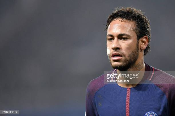 Neymar Jr of Paris SaintGermain reacts during the Ligue 1 match between Paris Saint Germain and SM Caen at Parc des Princes on December 20 2017 in...