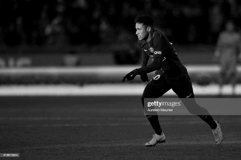 Neymar Jr of Paris Saint-Germain runs for the ball during the Ligue 1 match between Paris saint-Germain and Strasbourg at Parc des Princes on February 17, 2018 in Paris, France.