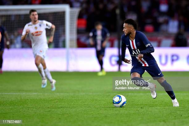 Neymar Jr of Paris SaintGermain runs with the ball during the Ligue 1 match between Paris SaintGermain and Angers SCO at Parc des Princes on October...