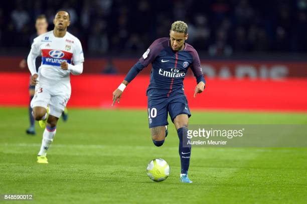 Neymar Jr of Paris SaintGermain runs with the ball during the Ligue 1 match between Paris Saint Germain and Olympique Lyonnais at Parc des Princes on...