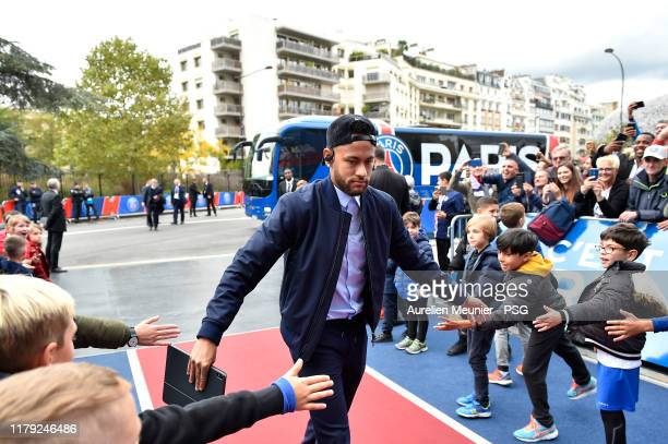 Neymar Jr of Paris SaintGermain salutes children as he arrives tot he stadium before the Ligue 1 match between Paris SaintGermain and Angers SCO at...