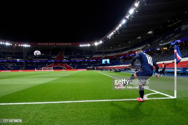 Neymar Jr of Paris SaintGermain shoots a corner kick during the UEFA Champions League round of 16 second leg match between Paris SaintGermain and...