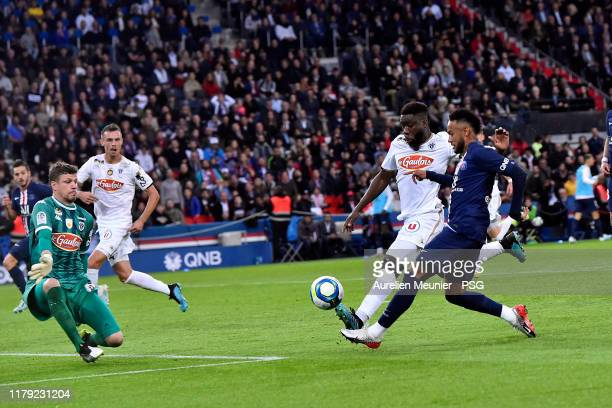 Neymar Jr of Paris SaintGermain shoots during the Ligue 1 match between Paris SaintGermain and Angers SCO at Parc des Princes on October 05 2019 in...