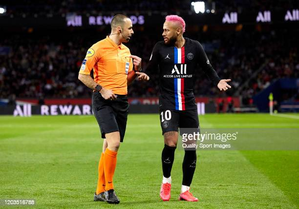 Neymar Jr of Paris SaintGermain speaks to the referee Jeremy Brisard during the Ligue 1 match between Paris SaintGermain and Montpellier HSC at Parc...