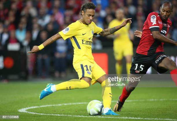 Neymar Jr of PSG and Jeremy Sorbon of Guingamp during the French Ligue 1 match between En Avant Guingamp and Paris Saint Germain at Stade de...