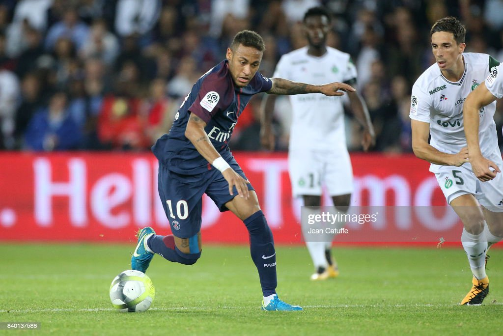 Paris Saint Germain v AS Saint-Etienne - Ligue 1 : ニュース写真