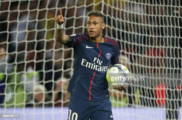 Neymar Jr of PSG celebrates his first goal during the French Ligue 1 match between Paris Saint Germain and Toulouse FC at Parc des Princes on August...