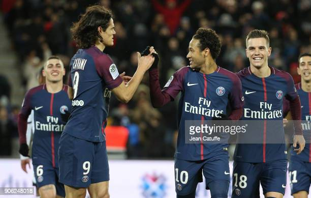 Neymar Jr of PSG celebrates his first goal with Marco Verratti Edinson Cavani Giovani Lo Celso during the French Ligue 1 match between Paris Saint...