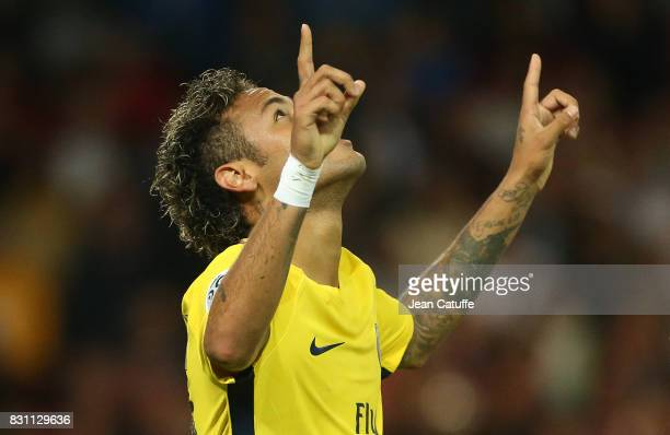 Neymar Jr of PSG celebrates his goal during the French Ligue 1 match between En Avant Guingamp and Paris Saint Germain at Stade de Roudourou on...