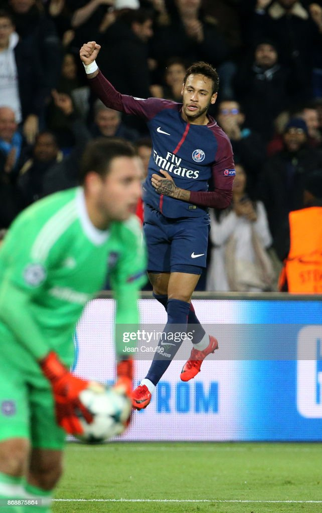 Neymar Jr of PSG celebrates his goal during the UEFA Champions League group B match between Paris Saint-Germain (PSG) and RSC Anderlecht at Parc des Princes on October 31, 2017 in Paris, France.