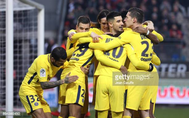 Neymar Jr of PSG celebrates his goal with Dani Alves aka Daniel Alves Edinson Cavani Yuri Berchiche Julian Draxler and teammates during the French...
