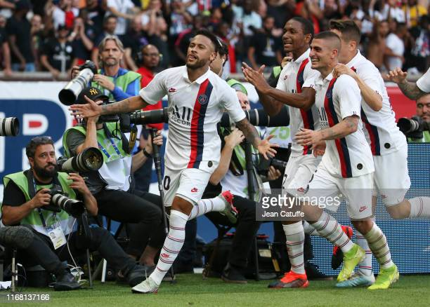 Neymar Jr of PSG celebrates his winning goal with Abdou Diallo, Marco Verratti during the French Ligue 1 match between Paris Saint-Germain and RC...