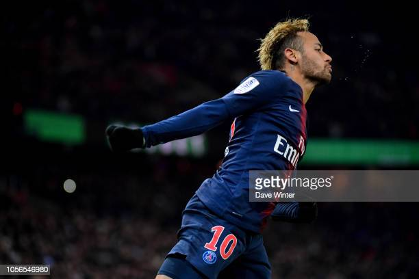 Neymar JR of PSG celebrates putting his side 20 ahead during the Ligue 1 match between Paris Saint Germain and Lille at Parc des Princes on November...