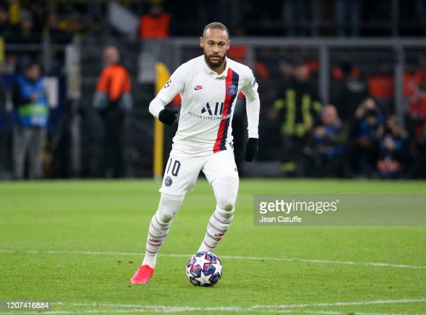 Neymar Jr of PSG drives the ball during the UEFA Champions League round of 16 first leg match between Borussia Dortmund and Paris SaintGermain at...