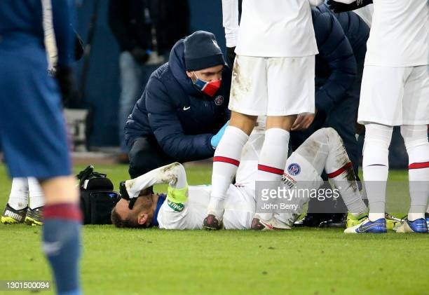 Neymar Jr of PSG gets injured during the French Cup match between Stade Malherbe Caen and Paris Saint-Germain at Stade Michel D'Ornano on February...
