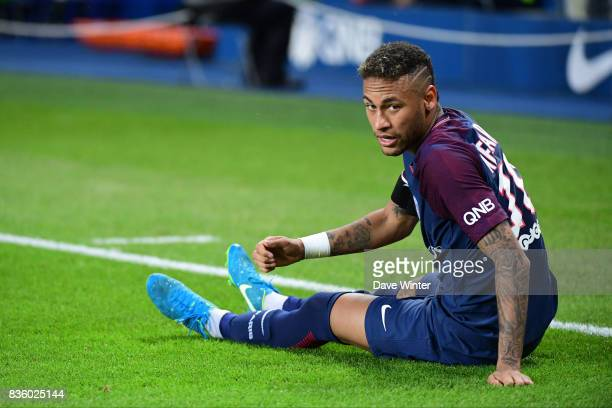 Neymar JR of PSG goes down injured during the Ligue 1 match between Paris Saint Germain and Toulouse at Parc des Princes on August 20, 2017 in Paris,...