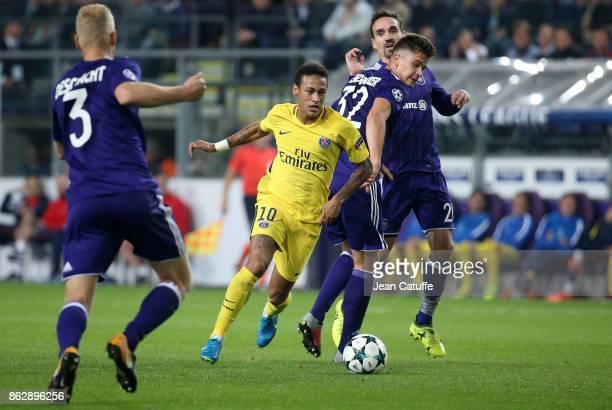Neymar Jr of PSG Leander Dendoncker of Anderlecht during the UEFA Champions League match between RSC Anderlecht and Paris Saint Germain at Constant...