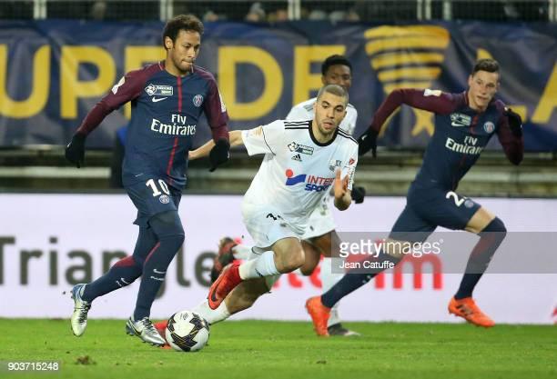 Neymar Jr of PSG Oualid El Hajjam of Amiens Julian Draxler of PSG during the French League Cup match between Amiens SC and Paris Saint Germain at...