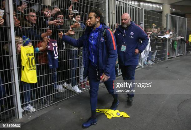 Neymar Jr of PSG salutes the fans following the French League Cup match between Stade Rennais and Paris Saint Germain at Roazhon Park on January 30...
