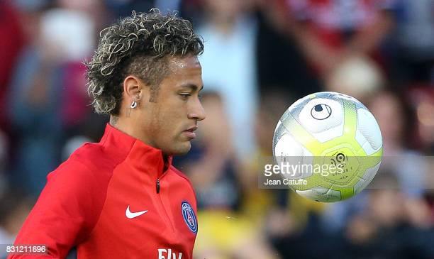 Neymar Jr of PSG warms up before the French Ligue 1 match between En Avant Guingamp and Paris Saint Germain at Stade de Roudourou on August 13 2017...
