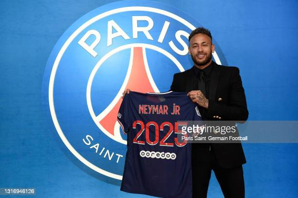 Neymar Jr signs a contract extension with Paris Saint-Germain until 2025 on May 08, 2021 in Boulogne-Billancourt, France.
