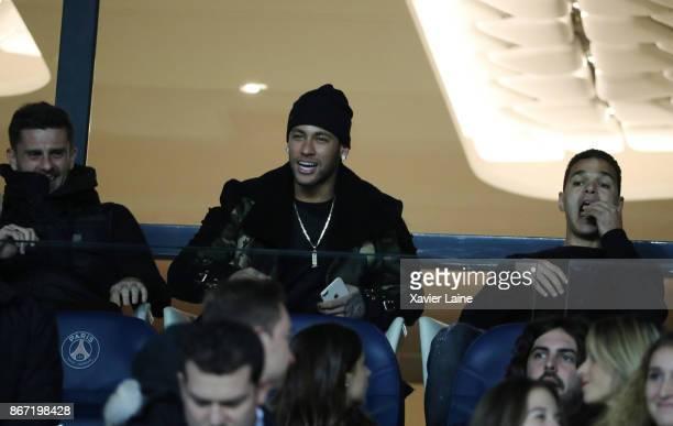 Neymar Jr Thiago Motta and Hatem Ben Arfa of Paris SaintGermain attends before the Ligue 1 match between Paris SaintGermain and OGC Nice at Parc des...