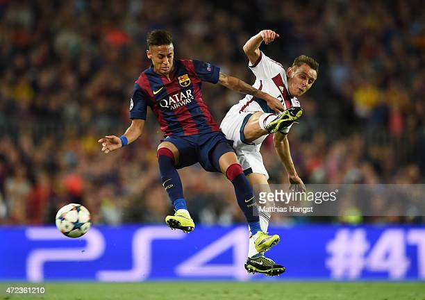 Neymar of Barcelona and Rafinha of Bayern Muenchen compete foir the ball during the UEFA Champions League Semi Final first leg match between FC...