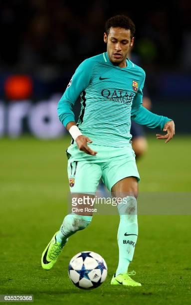Neymar of Barcelona in action during the UEFA Champions League Round of 16 first leg match between Paris SaintGermain and FC Barcelona at Parc des...