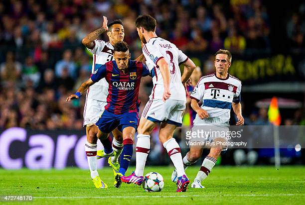 Neymar of Barcelona is defended by Xabi Alonso Philipp Lahm and Thiago Alcantara of Bayern during the first leg of UEFA Champions League semifinal...